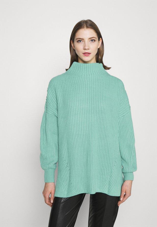 GROWN ON NECK LONGLINE JUMPER - Jersey de punto - green