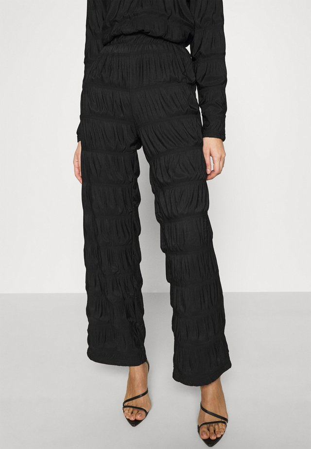 PCPOLLY SMOCK PANTS - Pantaloni - black