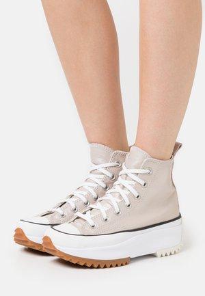 RUN STAR HIKE - Zapatillas altas - egret/white/black