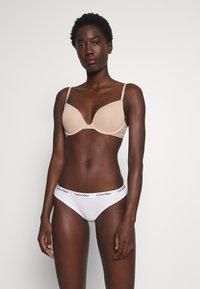 Calvin Klein Underwear - ONE MICRO PLUNGE - Olkaimettomat/muut rintaliivit - honey almond - 1