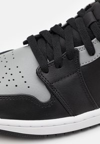Jordan - AIR 1 MID - Sneaker high - black/hot punch/white/particle grey - 5