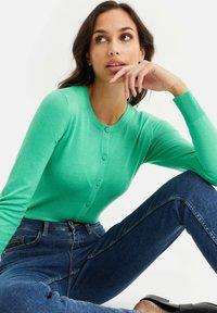 WE Fashion - Strikjakke /Cardigans - bright green - 4