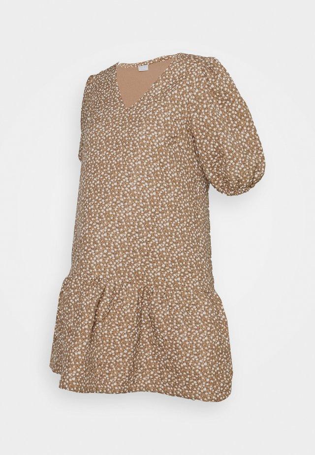 PCMKAKOON QUILTED DRESS - Kjole - warm sand