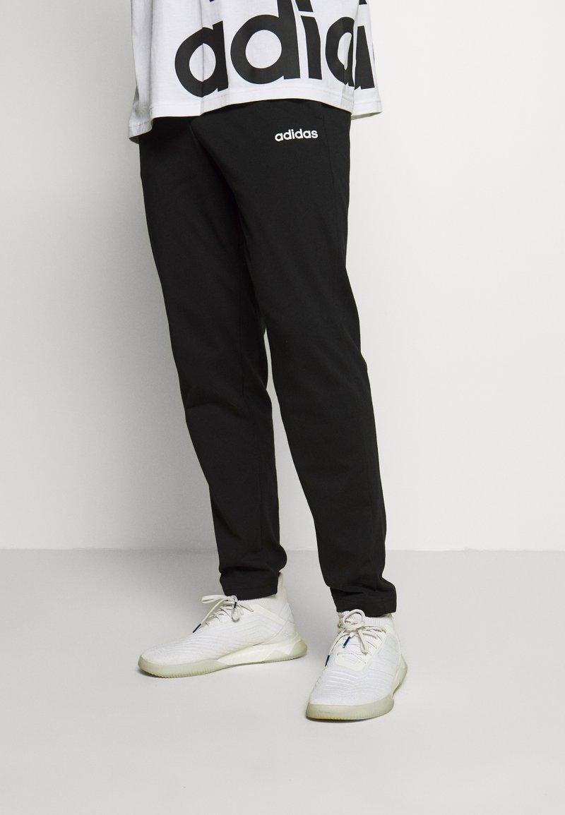 adidas Performance - ESSENTIALS SPORTS REGULAR PANTS - Teplákové kalhoty - black