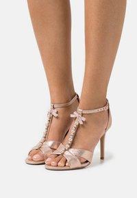 Head over Heels by Dune - MELODIEE - Sandalias - pink metallic - 0
