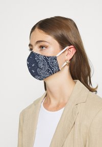 Levi's® - REUSABLE BANDANA FACE COVERING 3 PACK - Mascarilla de tela - blue/purple/topaz