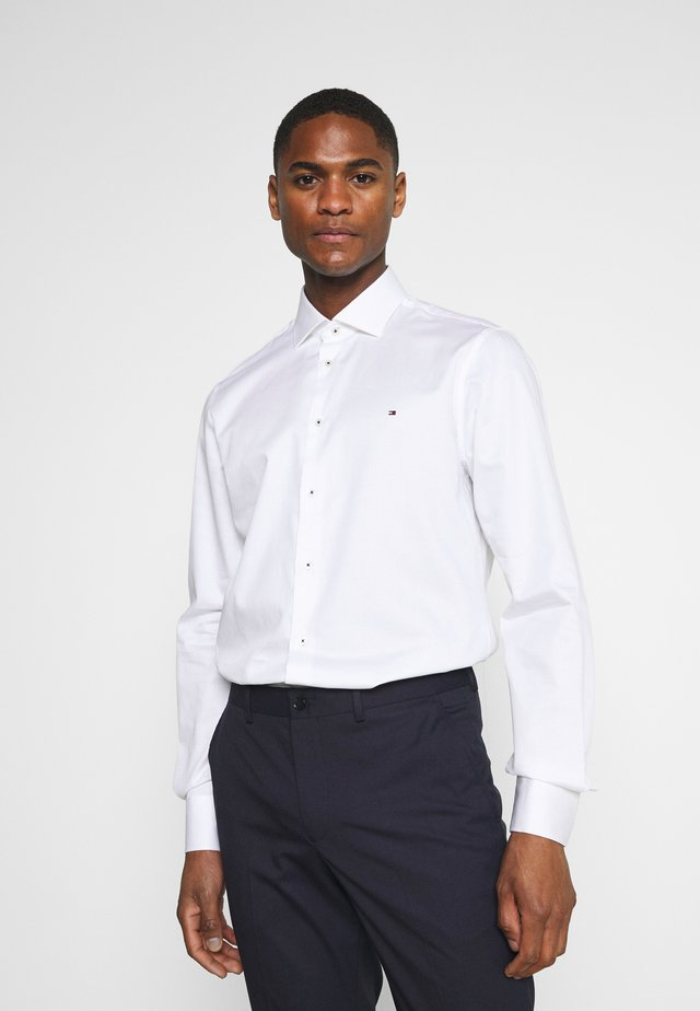 SOLID SLIM FIT - Formal shirt - white