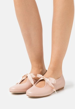 Ankle strap ballet pumps - lotus