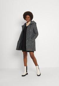 ONLY Tall - ONLSEDONA COAT - Krátký kabát - dark grey - 1