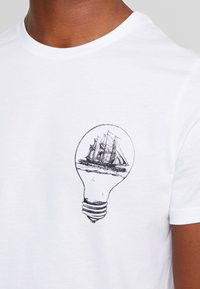 Pier One - T-shirt con stampa - white - 5