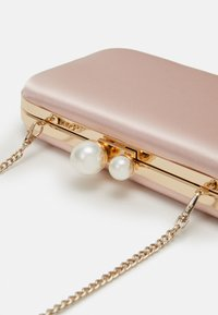 Forever New - MELISSA CLASP HARDCASE - Clutch - blush nude - 3