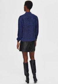 Selected Femme - Button-down blouse - maritime blue - 2