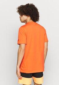 adidas Performance - Camiseta estampada - true orange - 2