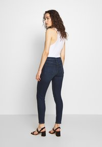 J Brand - ALANA HIGH RISE CROPPED PANT - Jeans Skinny Fit - fix - 2
