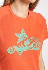 Zimtstern - PUREFLOWZ - Print T-shirt - living coral/florida keys - 6