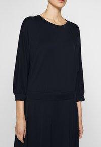 MAX&Co. - DADAISMO - Žerzejové šaty - midnight blue - 5