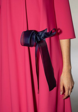 Sukienka koktajlowa - różowa