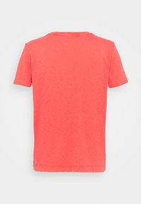 Marks & Spencer London - AUTH POCK TEE - T-shirts - red - 1