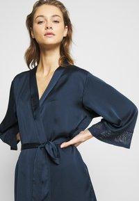 Etam - EVENTAIL DESHABILLE - Dressing gown - marine - 3