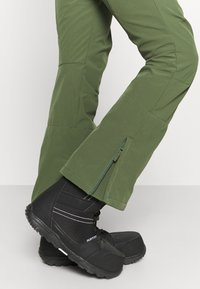 Roxy - RISING HIGH - Ski- & snowboardbukser - bronze green - 3