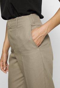 Filippa K - KARLIE TROUSER - Spodnie materiałowe - khaki - 6