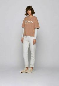 BOSS - C_ESABEL_ACTIVE - T-shirt à manches longues - natural - 1