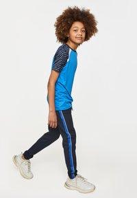WE Fashion - MET TAPEDETAIL - Trainingsbroek - dark blue - 1