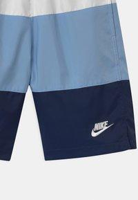 Nike Sportswear - WOVEN BLOCK - Short - white/psychic blue/midnight navy - 2