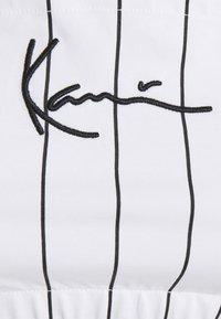 Karl Kani - SMALL SIGNATURE PINSTRIPE BANDEU - Top - white - 5