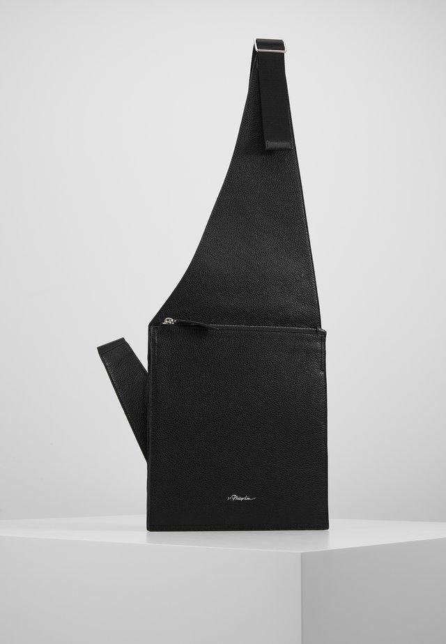 BODY BAG - Borsa a tracolla - black