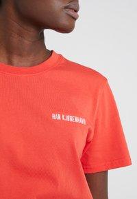 Han Kjobenhavn - CASUAL TEE - T-shirts basic - red - 5