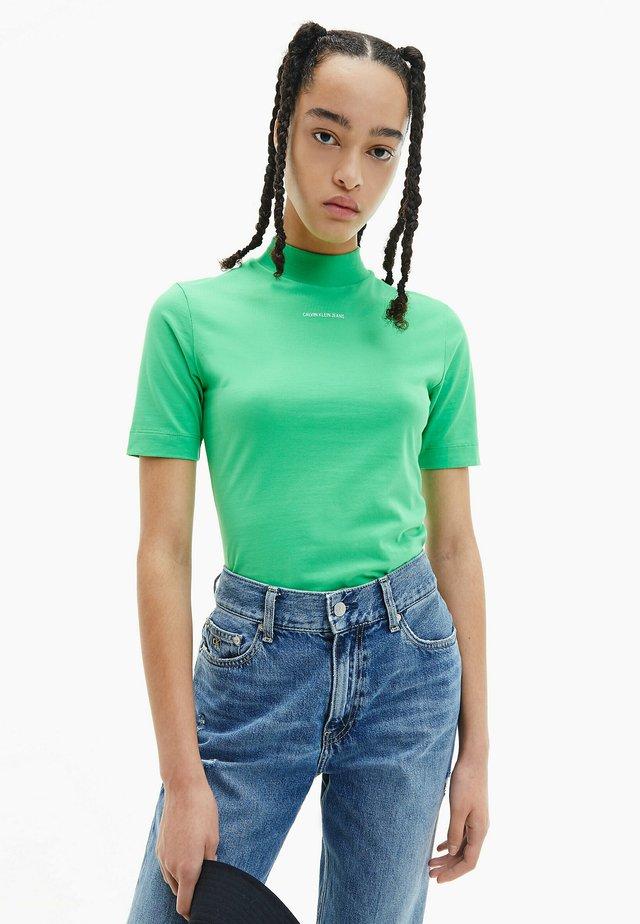 MICRO BRANDING STRETCH MOCK NECK - T-shirt con stampa - acid green