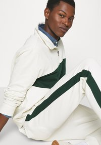 Polo Ralph Lauren - LOOPBACK TERRY PANT ATHLETIC - Pantaloni sportivi - chic cream/college green - 4