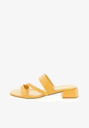 ISERNIA - Mules - yellow