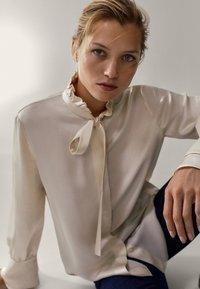 Massimo Dutti - MIT VOLANT - Button-down blouse - white - 4