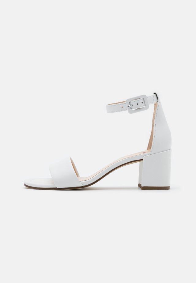 INNOCENT - Sandaler - weiß