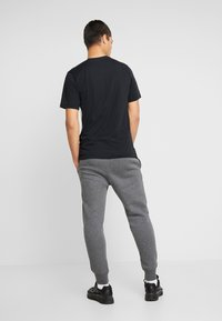 Nike Sportswear - CLUB - Tracksuit bottoms - charcoal heather/anthracite/white - 2