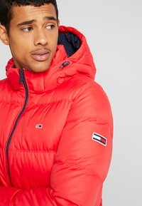 Tommy Jeans - ESSENTIAL JACKET - Down jacket - racing red - 6