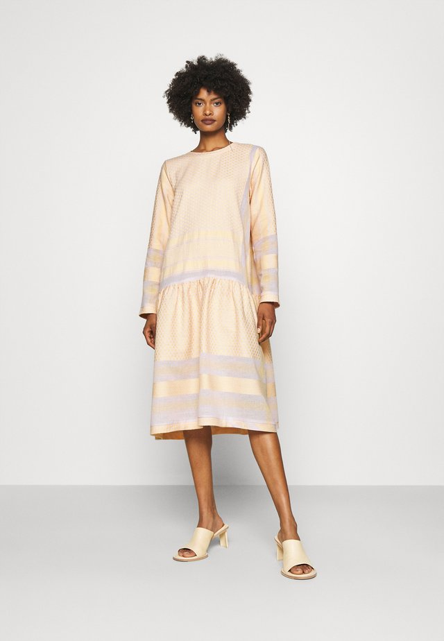 JOSEFINE - Denní šaty - lavender/fog/abricot