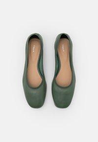 Filippa K - REY FLAT - Baleríny - green emerald - 4
