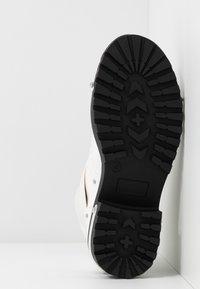 Missguided - DETAIL HIKING BOOT - Platåstøvletter - white - 6