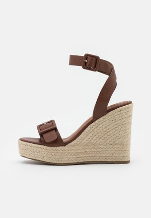 Sandalen met plateauzool - brown