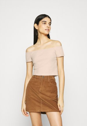 OFF SHOULDER SHORT SLEEVE TOP - Basic T-shirt - beige