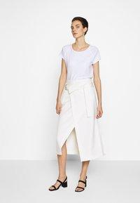 CLOSED - WOMEN´S - Basic T-shirt - white - 1