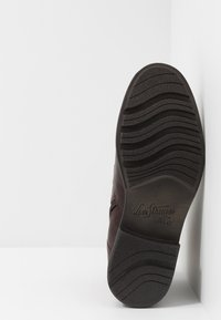 Levi's® - REDDINGER - Lace-up ankle boots - brown - 4