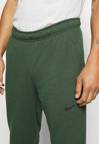 Nike Performance - DRY PANT TAPER - Træningsbukser - galactic jade - 4