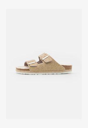 CLAQUETTE - Pantofole - gold