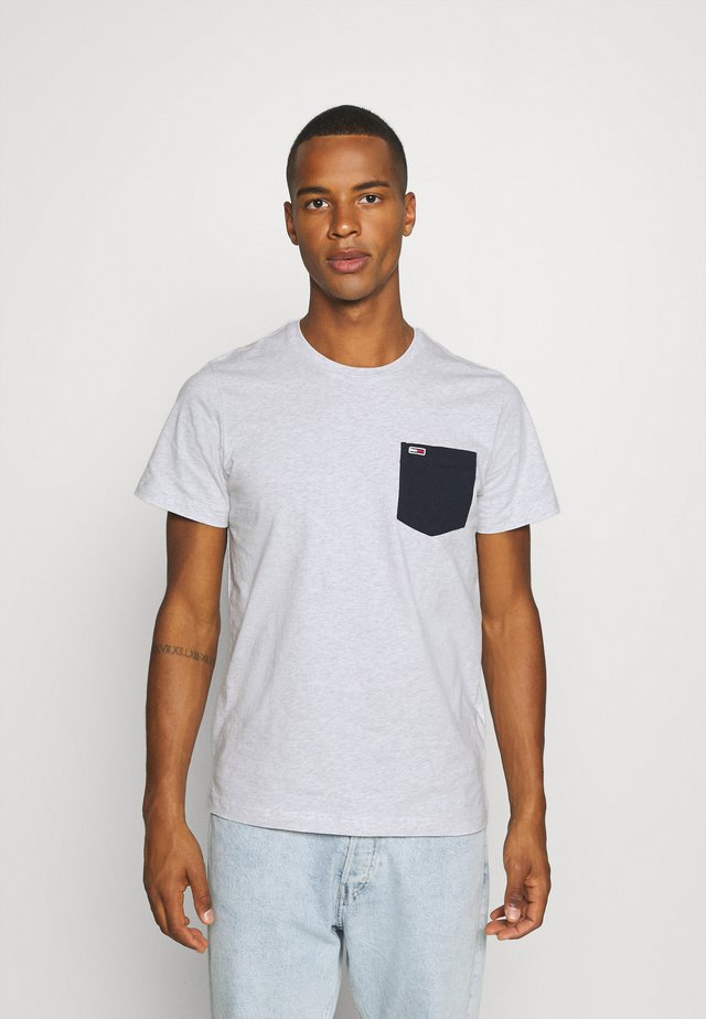 CONTRAST POCKET TEE  - T-Shirt print - silver grey