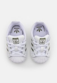 adidas Originals - SUPERSTAR UNISEX - Baby shoes - footwear white/legacy green/offwhite - 3