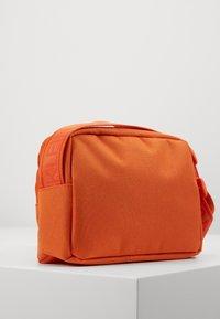 Calvin Klein Jeans - CAMERA BAG  - Taška spříčným popruhem - orange - 2